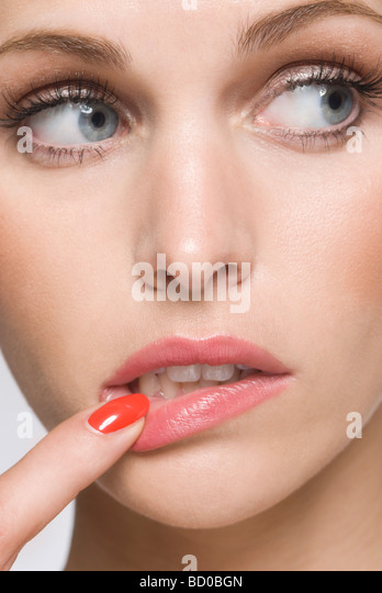Закуси на уголках губ