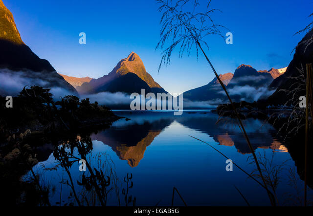 new-zealand-milford-sound-with-mitre-pea