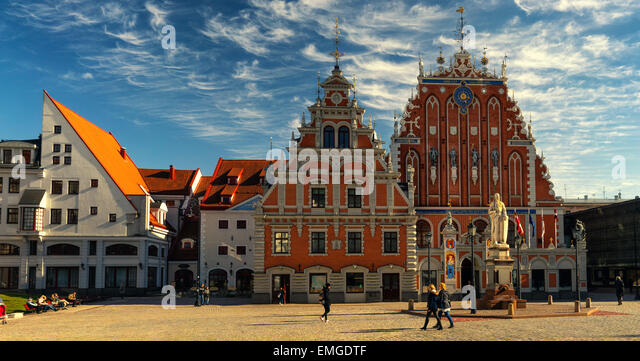 tourists-walk-on-the-town-hall-square-in