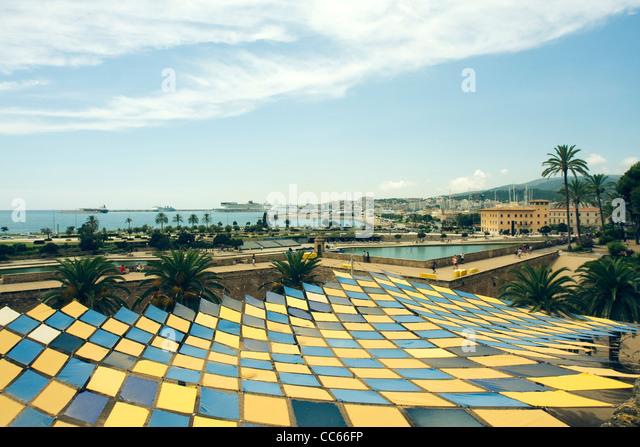 Pattern Roof and view to Parc de la Mar Lake Palma de Mallorca, Majorca, Spain - Stock Image