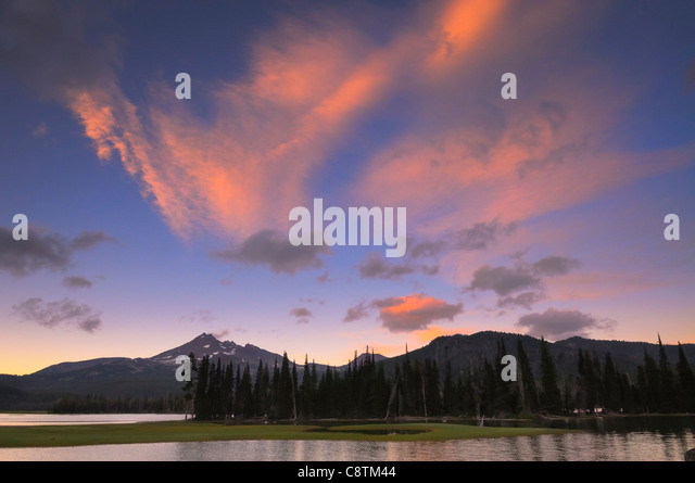 USA, Oregon, Deschutes County, Sparks Lake at sunset - Stock Image