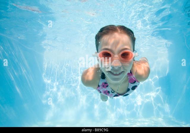 girl swimming underwater - Stock Image
