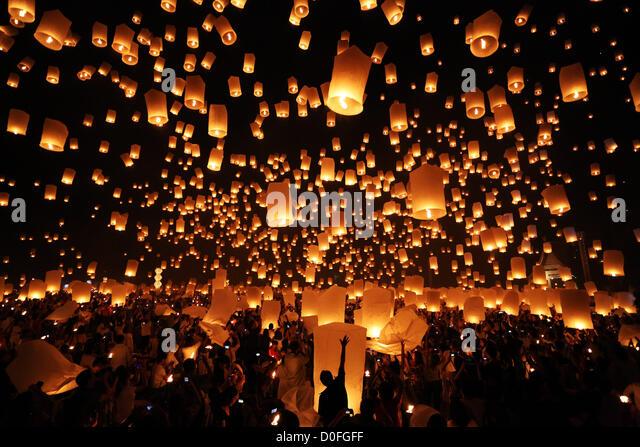 Chiang Mai, Thailand. 24th November 2012. Khom Loy Lanterns at the Yee Peng Sansai Floating Lantern Ceremony, part - Stock Image