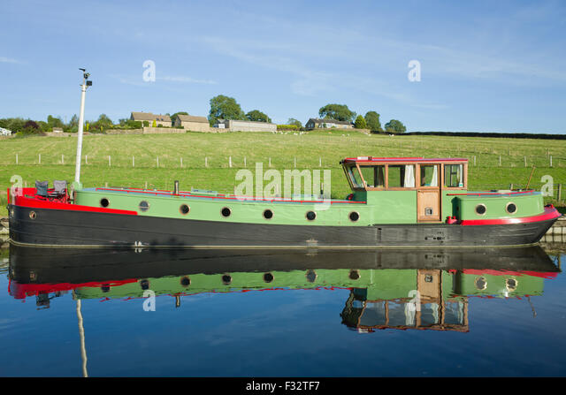 view-of-leeds-liverpool-canal-north-york