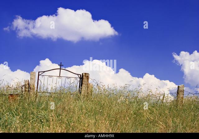 Abandoned church graveyard - Stock Image