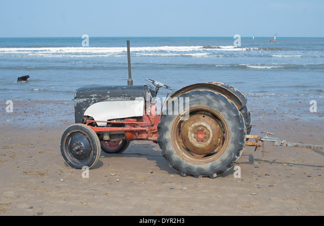 old-tractor-used-to-tow-boats-dyr2h3.jpg