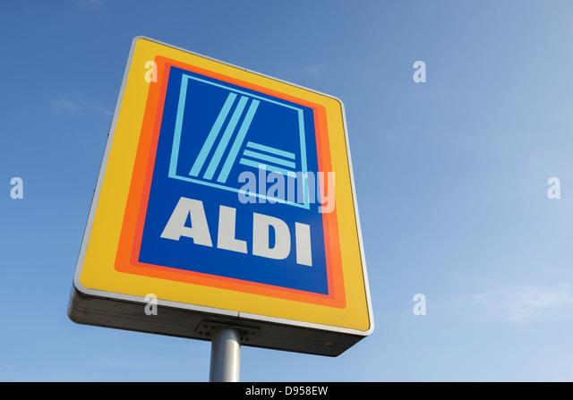 aldi-supermarket-sign-d958ew.jpg