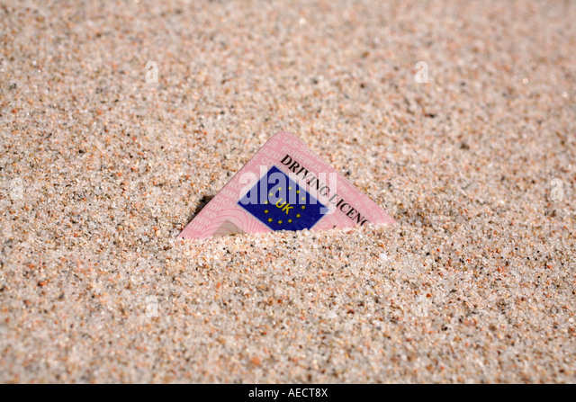 uk-driving-licence-buried-in-sand-AECT8X
