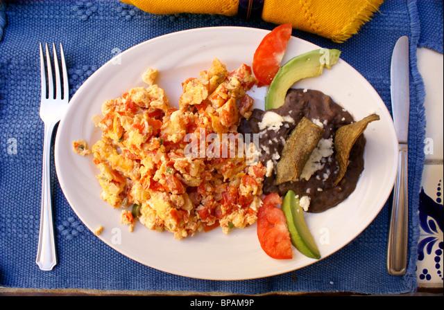 huevos-a-la-mexicana-and-black-beans-bre
