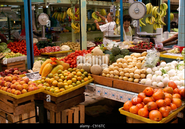 fruit-and-vegetable-stalls-in-the-mercad