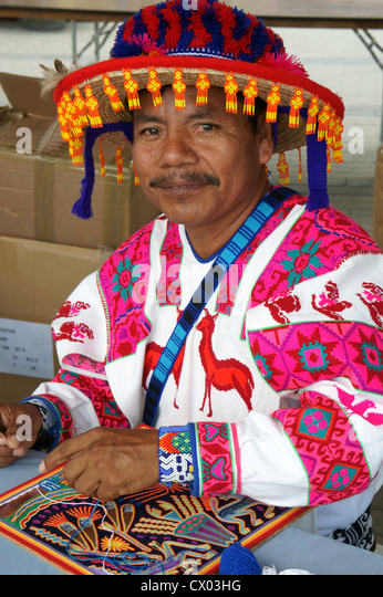 huichol-indian-artisan-from-nayarit-mexi