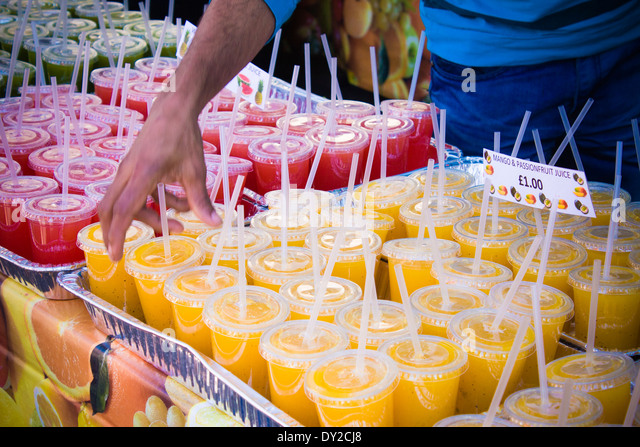 stall-selling-fresh-fruit-juices-milkshakes-and-smoothies-in-brick-DY2CJ8.jpg