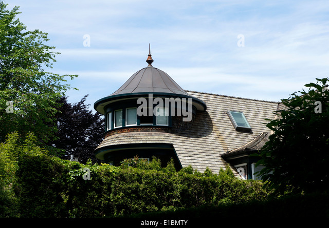 metal-cupola-with-a-finial-on-a-large-re