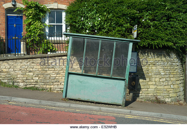 a-bus-stop-shelter-on-rodborough-hill-gr