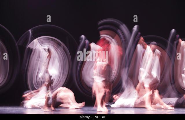 danza-contempornea-de-cuba-perform-a-tri