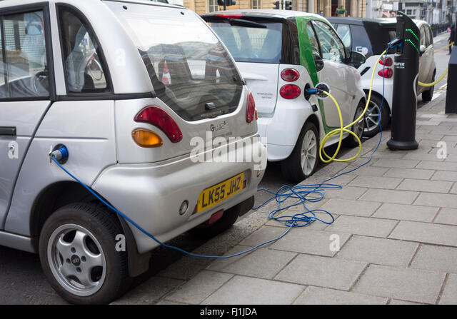 electric-vehicles-plugged-into-charging-
