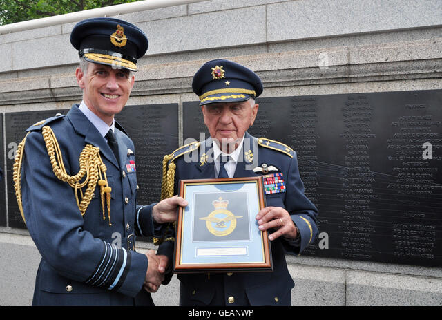 London, UK. 21st July, 2016. Czech World War Two veteran General Emil Bocek (right), 93, visits The Battle of Britain - Stock Image
