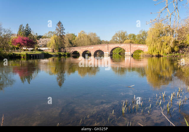 bridge-over-the-river-thames-in-sonning-