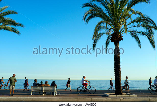 the-eastern-end-of-the-promenade-in-nice