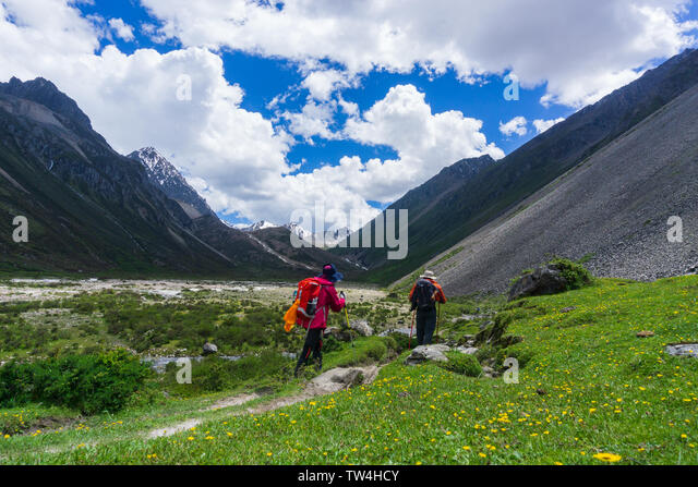 gonga-snow-mountain-ring-line-hikes-scen