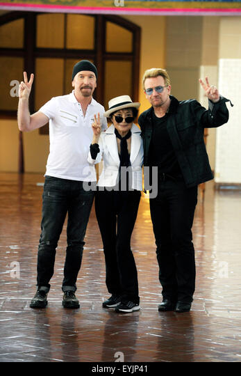 New York City. 29th July, 2015. The Edge, Yoko Ono and Bono attend Amnesty International Tapestry Honoring John - Stock Image