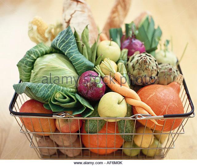 vegetables-fruit-and-bread-in-basket-af6