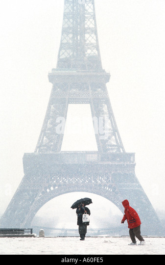 """Tourists promenading in Winter, PARIS France, """"Eiffel Tower"""" View from Trocadero in Snow Storm Child Cold - Stock Image"""