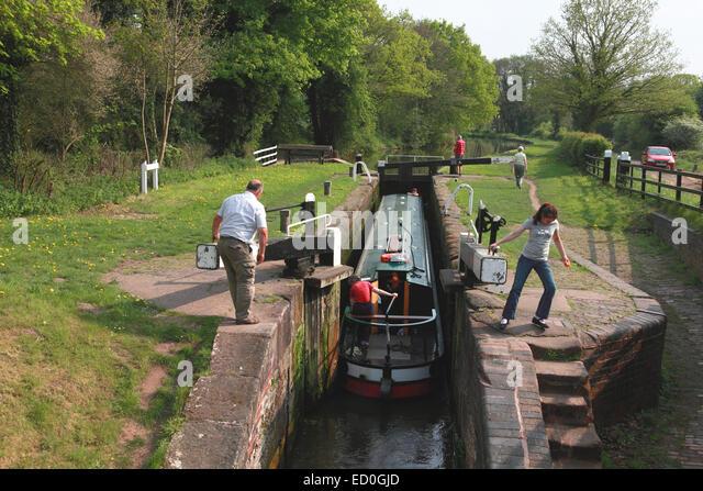 a-narrowboat-entering-shutt-hill-lock-ne