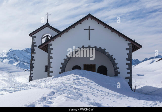 entrance-of-a-chapel-in-the-swiss-alps-b