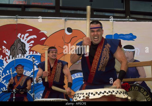 taiko-drummer-beating-drumming-drum-stic