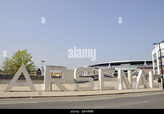 letters-spelling-out-arsenal-emirates-st