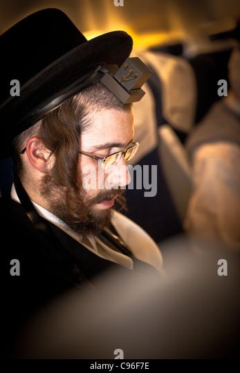 Non jew dating jewish man praying
