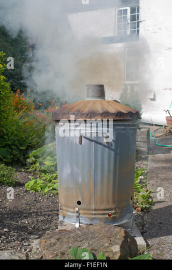 burning-garden-rubbish-f1ef1n.jpg