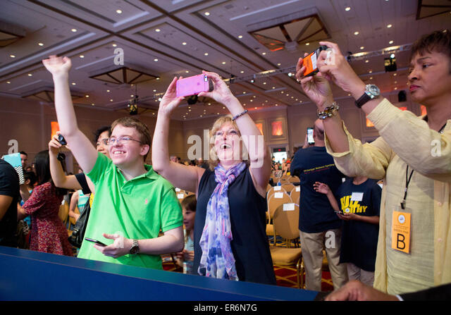 National Harbor, USA. 27th May, 2015. Deb Gribben, center, of Glen Allen, Virginia, cheers for her former student, - Stock Image