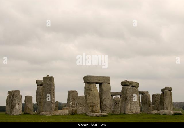 a description of stonehenge as a prehistorically monument located in united kingdom
