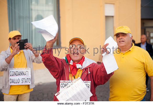 Rome, Italy. 12th October, 2015. Outside the Italian parliament in Rome telecomminucations workers working in call centres express their displeasure. In the past years much call centre work has disappeared across the Adriatic to Albania. - Stock Image