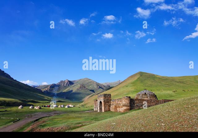 tash-rabat-caravanserai-tash-rabat-valle
