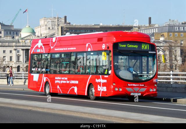 london-hydrogen-bus-on-route-rv1-crossin