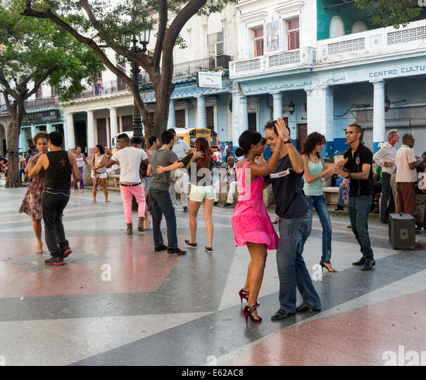 dancers on a Sunday evening, Prado avenue, Havana, Cuba - Stock Image