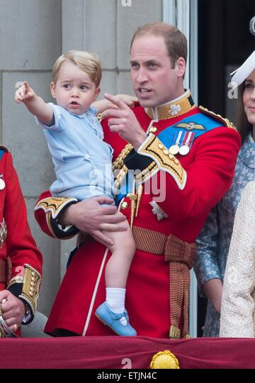 Prince William (R), the Duke of Cambridge, and his son Prince George on the balcony of Buckingham Palace, central - Stock Image
