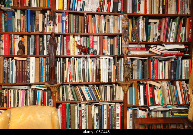 full-bookshelves-home-library-C5G445.jpg