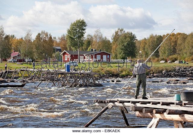 traditional-fishing-at-kukkolankoski-tor