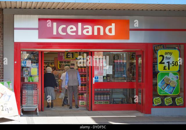 customers-entering-iceland-shop-entrance
