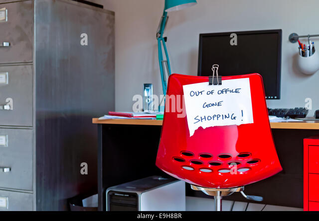 Out of Office. Gone Shopping! - Stock Image