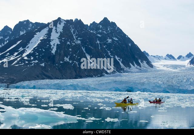 kayaking-at-monaco-glacier-woodfjorden-s