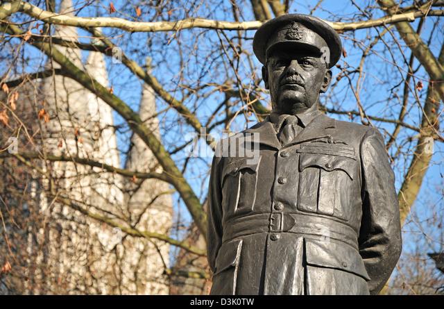 london-england-uk-statue-of-sir-arthur-b