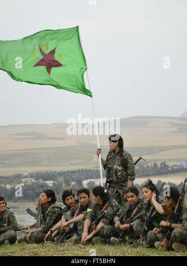 female-fighters-with-the-kurdish-ypg-dur