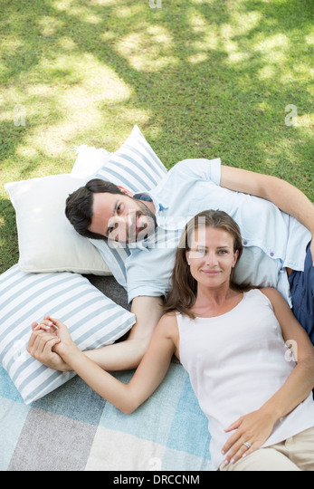 Couple relaxing on picnic blanket - Stock Image