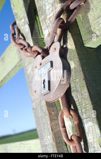 securely-locked-gate-ftey4b.jpg