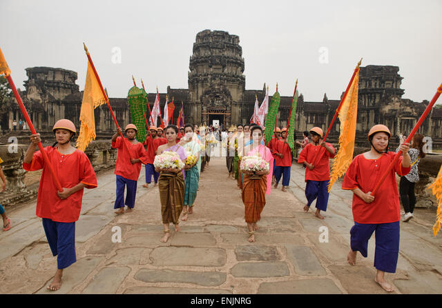 khmer new year in cambodia It's khmer new year this week find out more about cambodian new year and what you can expect in phnom penh and siem reap when the whole country parties.